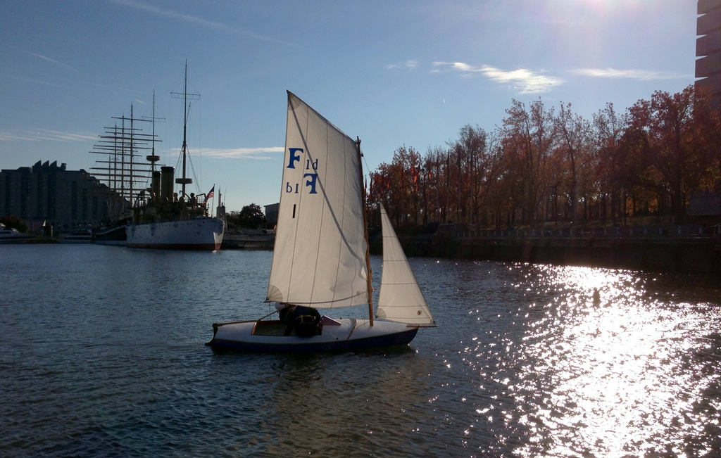 Factory-1d-sailing-with-Oly